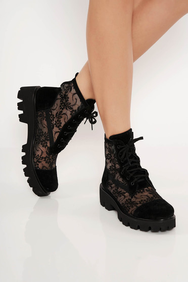 Black casual tramper natural leather with lace