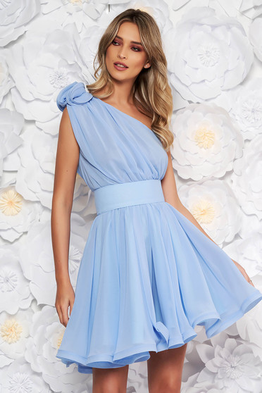 Ana Radu lightblue dress luxurious from veil fabric with inside lining cloche accessorized with tied waistband