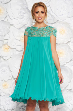 Mint occasional dress with easy cut with embroidery details from veil with inside lining