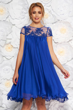 Blue occasional dress with easy cut with embroidery details from veil with inside lining