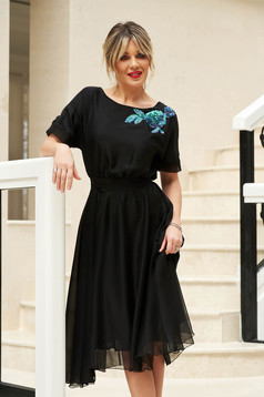 StarShinerS black occasional cloche dress with elastic waist accessorized with tied waistband