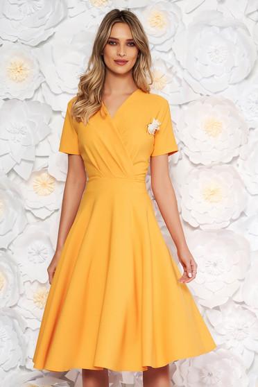 Yellow elegant cloche dress flexible thin fabric/cloth accessorized with breastpin