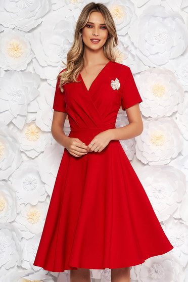 Red elegant cloche dress flexible thin fabric/cloth accessorized with breastpin