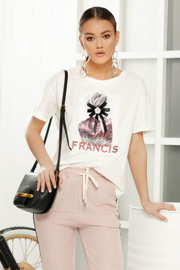 White casual flared t-shirt short sleeves airy fabric