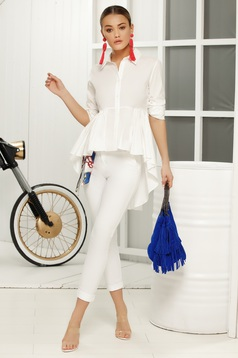 White casual trousers with medium waist with tented cut thin fabric