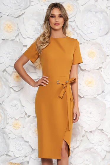 Mustard elegant midi dress with tented cut accessorized with tied waistband