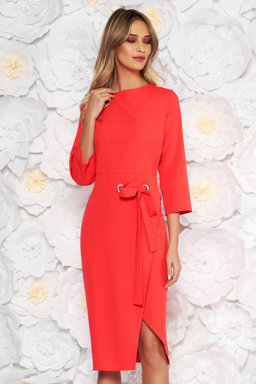 Coral elegant midi dress with tented cut accessorized with tied waistband