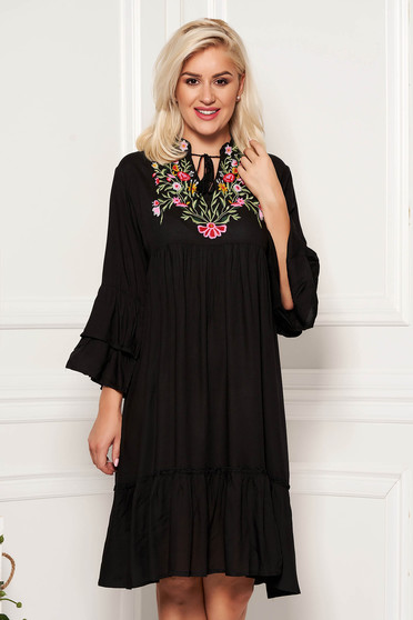 Black daily flared nonelastic cotton dress with laced details and front embroidery