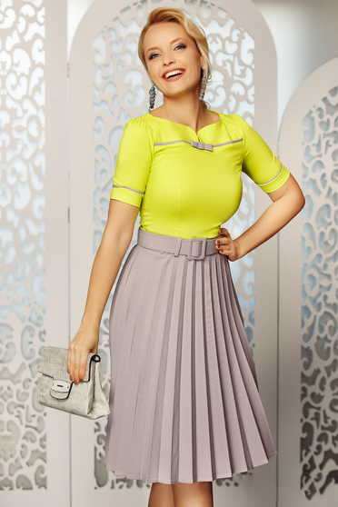 Fofy grey elegant folded up cloche skirt high waisted accessorized with belt slightly elastic fabric