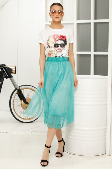 White casual flared t-shirt short sleeve thin fabric