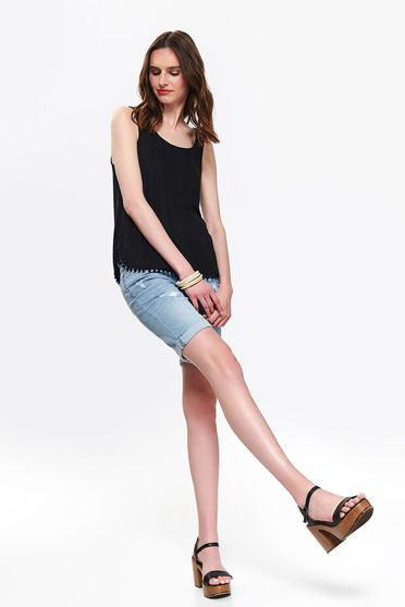 Black t-shirt with rounded cleavage casual