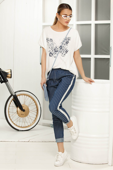 White casual flared t-shirt short sleeves airy fabric with graphic details