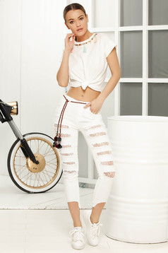 White skinny jeans with ruptures with medium waist
