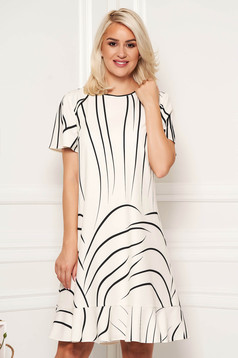 Ivory elegant daily dress with straight cut with ruffles at the buttom of the dress
