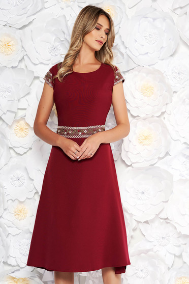 Burgundy daily cloche dress short sleeve elastic cotton with embroidery details