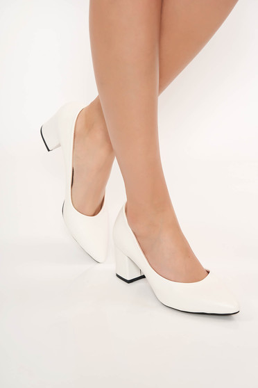 White shoes chunky heel slightly pointed toe tip