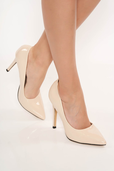 Cream shoes slightly pointed toe tip elegant