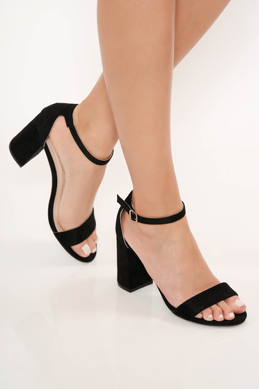 Black sandals chunky heel with thin straps