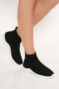 Low heel casual black sneakers with gum sole