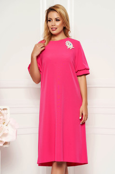 Pink elegant flared dress short sleeve without clothing accessorized with breastpin