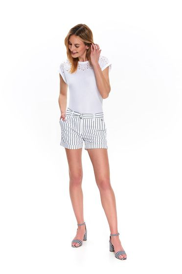 White casual tented short slightly elastic cotton accessorized with tied waistband