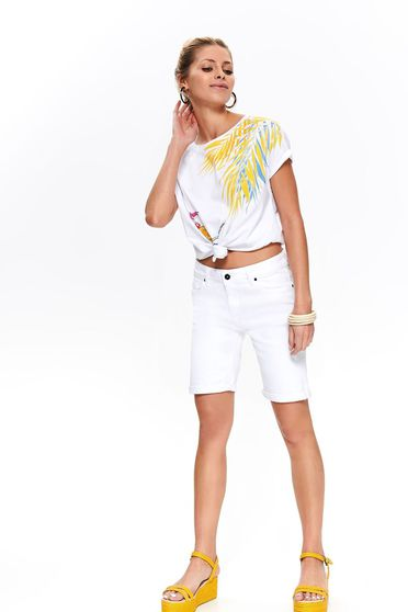White short casual wwith medium waist knee-length denim with front pockets
