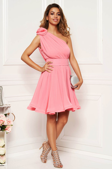 Ana Radu luxurious lightpink dress from veil fabric with inside lining cloche accessorized with tied waistband one shoulder