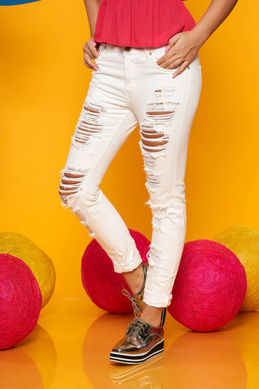 White jeans casual with ruptures skinny jeans wwith medium waist with front pockets