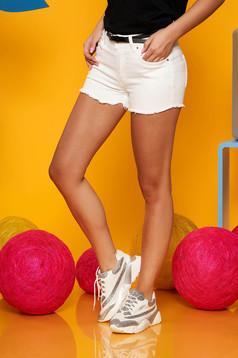 White short casual denim medium waist accessorized with belt