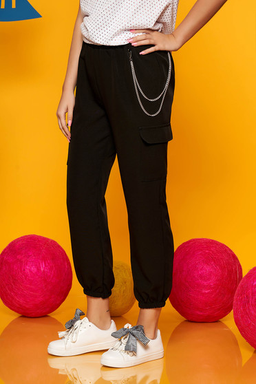 Black trousers casual high waisted 3/4 lateral pockets with an accessory