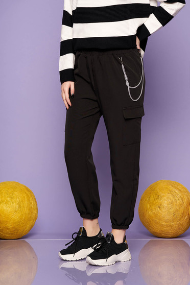 Black trousers casual high waisted lateral pockets with an accessory