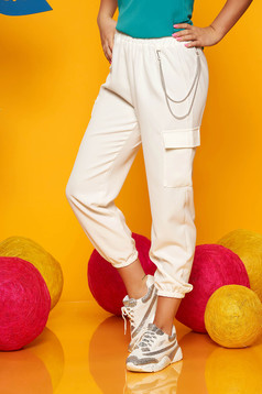 Ivory trousers casual high waisted 3/4 lateral pockets with an accessory