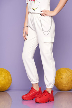 Ivory trousers casual high waisted lateral pockets with an accessory