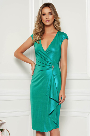 Occasional midi StarShinerS asymmetrical green dress with v-neckline sleeveless accessorized with breastpin
