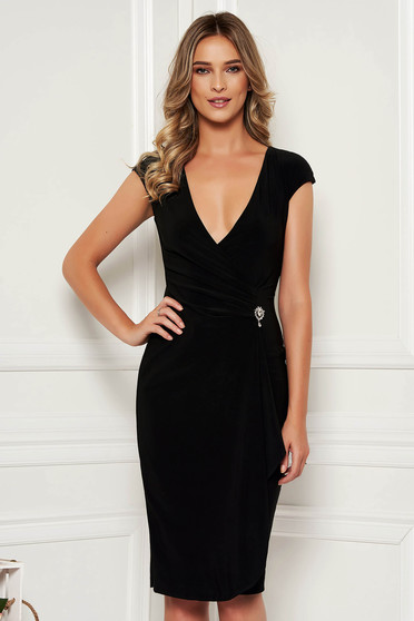 Occasional midi StarShinerS asymmetrical black dress with v-neckline sleeveless accessorized with breastpin