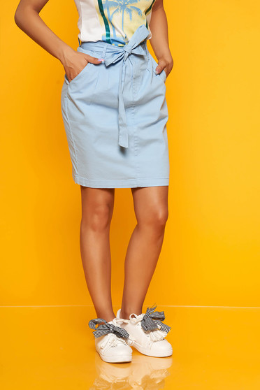 Lightblue skirt casual short cut accessorized with tied waistband straight
