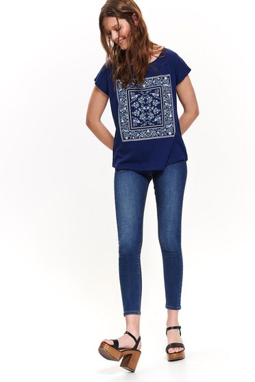Darkblue t-shirt casual cotton flared with rounded cleavage