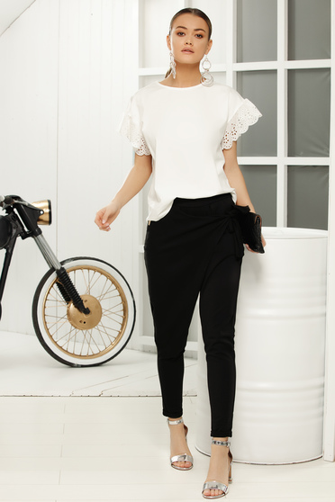 Casual flared white t-shirt with laced sleeves