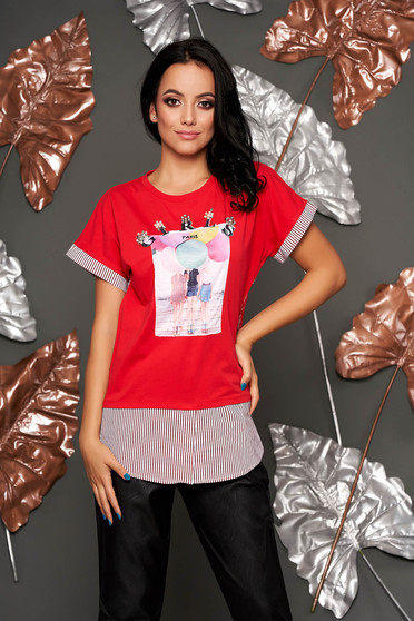 Casual flared neckline red t-shirt with graphic details