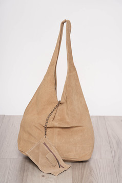 Cream casual bag medium handles with an accessory