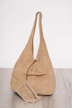 Cream casual bag medium handles with an accessory