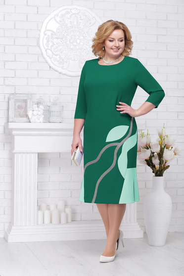Green dress elegant occasional straight midi with 3/4 sleeves with rounded cleavage