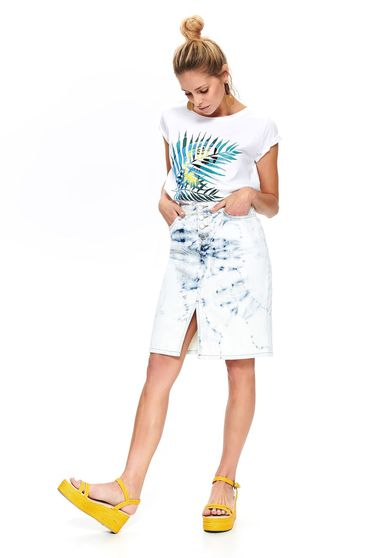 White t-shirt casual flared with graphic details neckline