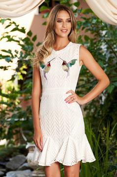 White dress sleeveless with ruffles at the buttom of the dress daily short cut cotton