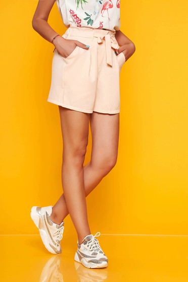 Peach short casual high waisted accessorized with tied waistband with front pockets