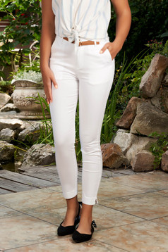 White trousers casual conical cotton with front pockets with an accessory