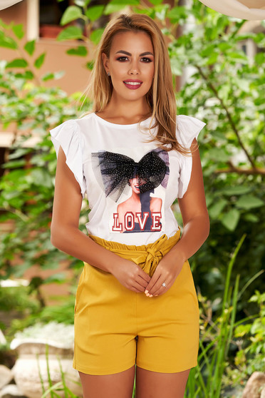 White t-shirt with ruffled sleeves with graphic details