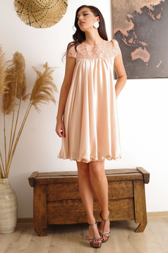 Cream occasional dress with easy cut with embroidery details from veil with inside lining