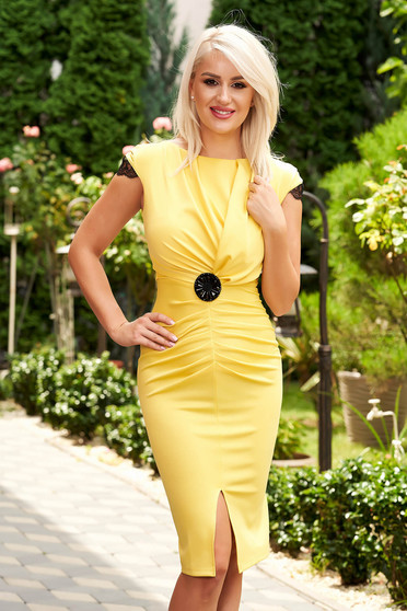 Short cut elegant yellow pencil dress with v-neckline frontal slit and short sleeves