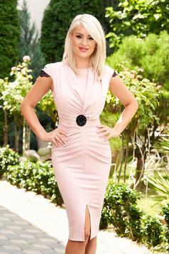 Short cut elegant lightpink pencil dress with v-neckline frontal slit short sleeves